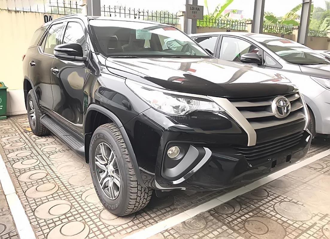 Bán Toyota Fortuner 2.4G 4x2 MT 2019, màu đen, xe nhập  -0