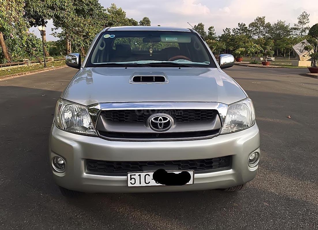 Bán Toyota Hilux năm sản xuất 2009, màu bạc, xe nhập-0