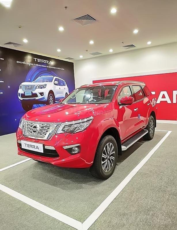 Bán Nissan Terra V 2.5 AT 4WD sản xuất năm 2018, màu đỏ, 2 cầu, máy xăng số tự động-2