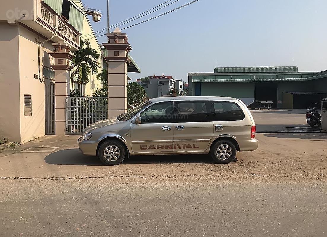 Bán ô tô Kia Carnival GS năm sản xuất 2007, màu bạc số sàn, giá 240tr-4