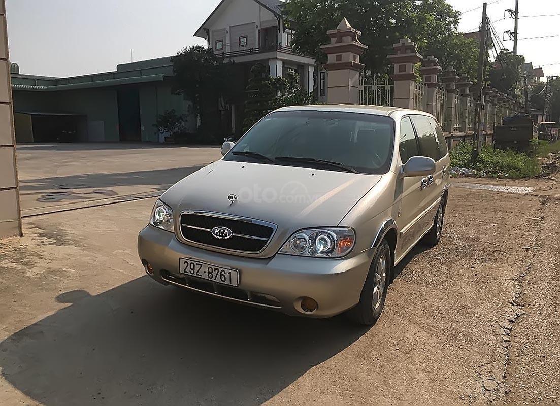 Bán ô tô Kia Carnival GS năm sản xuất 2007, màu bạc số sàn, giá 240tr-0