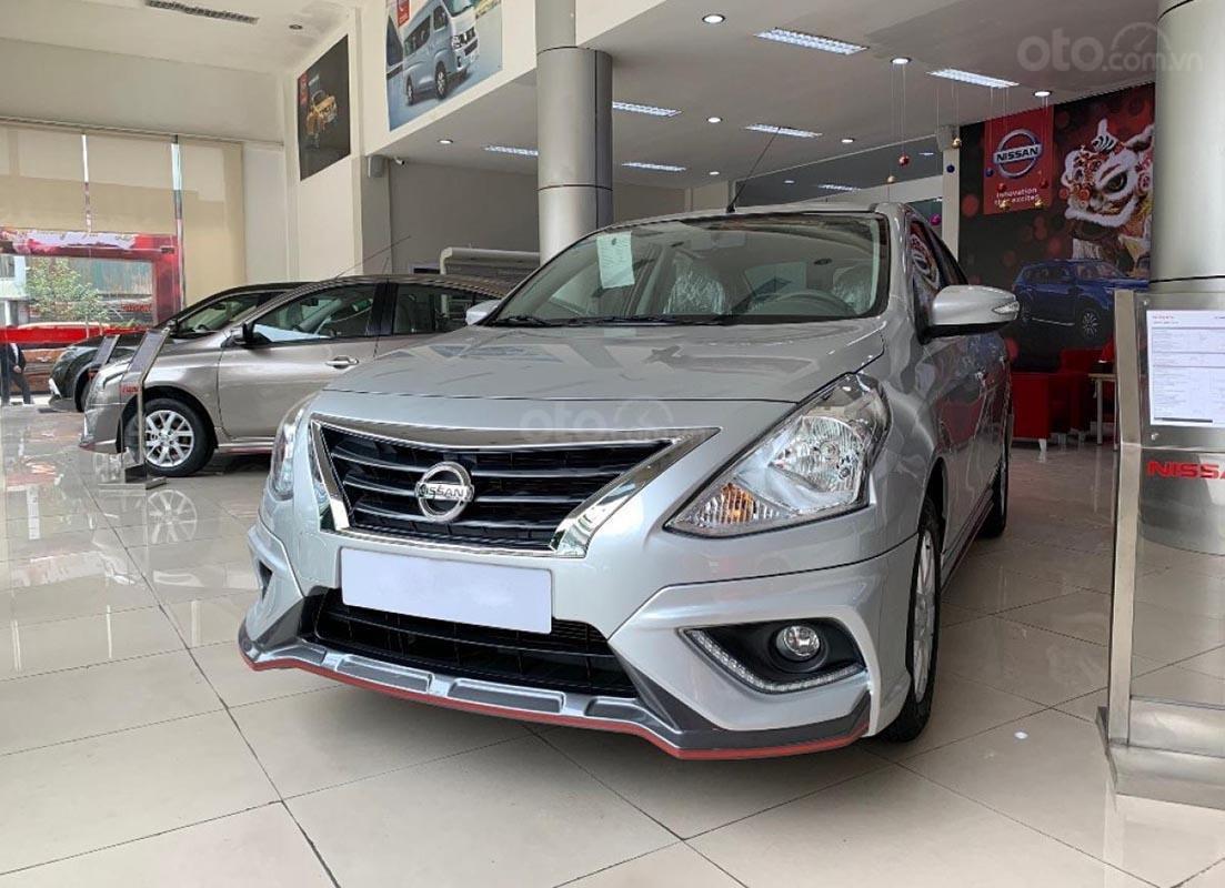 Cần bán xe Nissan Sunny XV Premium đời 2019, màu bạc-0