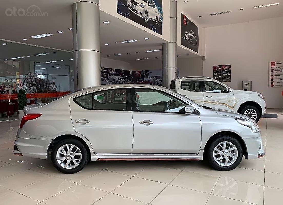 Cần bán xe Nissan Sunny XV Premium đời 2019, màu bạc-1