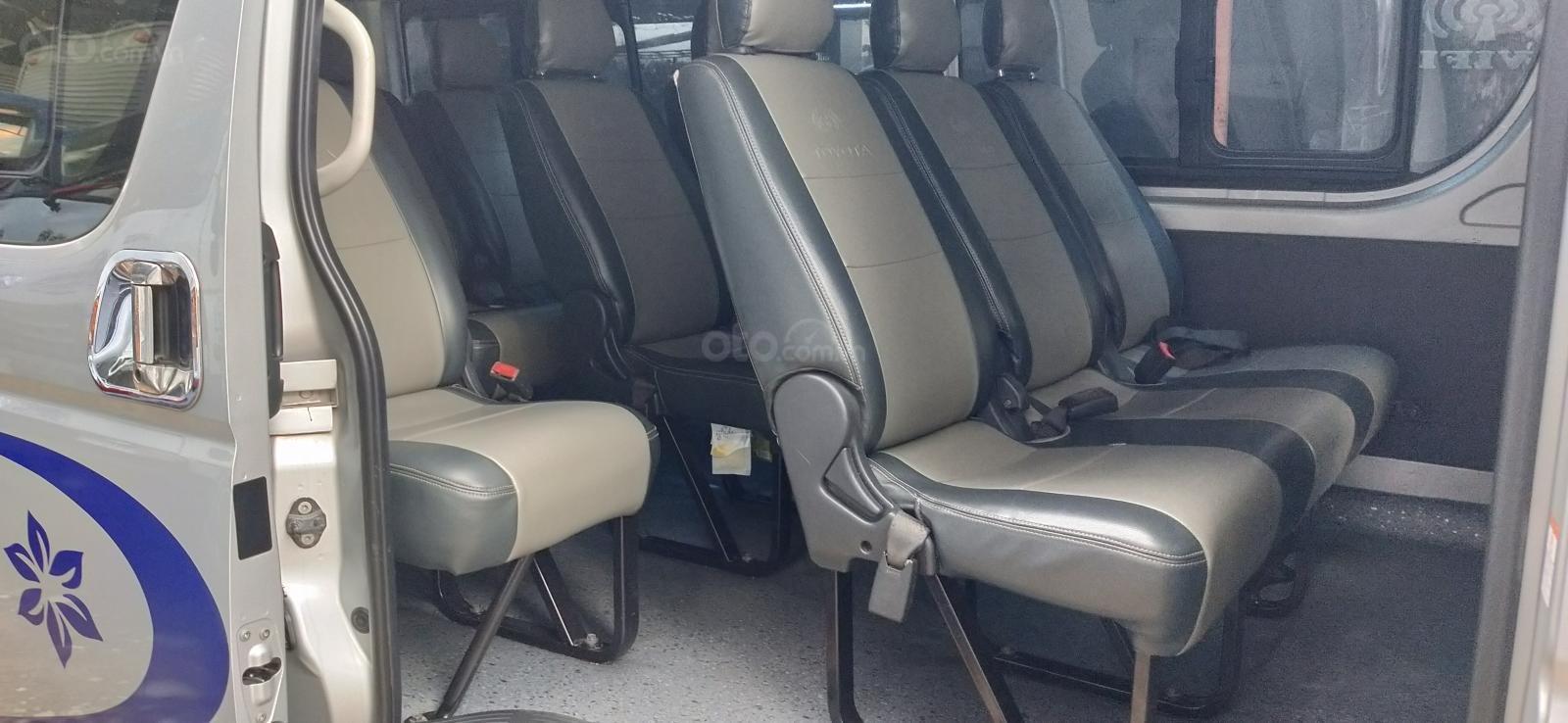 Bán xe Toyota Hiace năm 2015, máy dầu 16 chỗ màu bạc, nhập khẩu nguyên chiếc-8