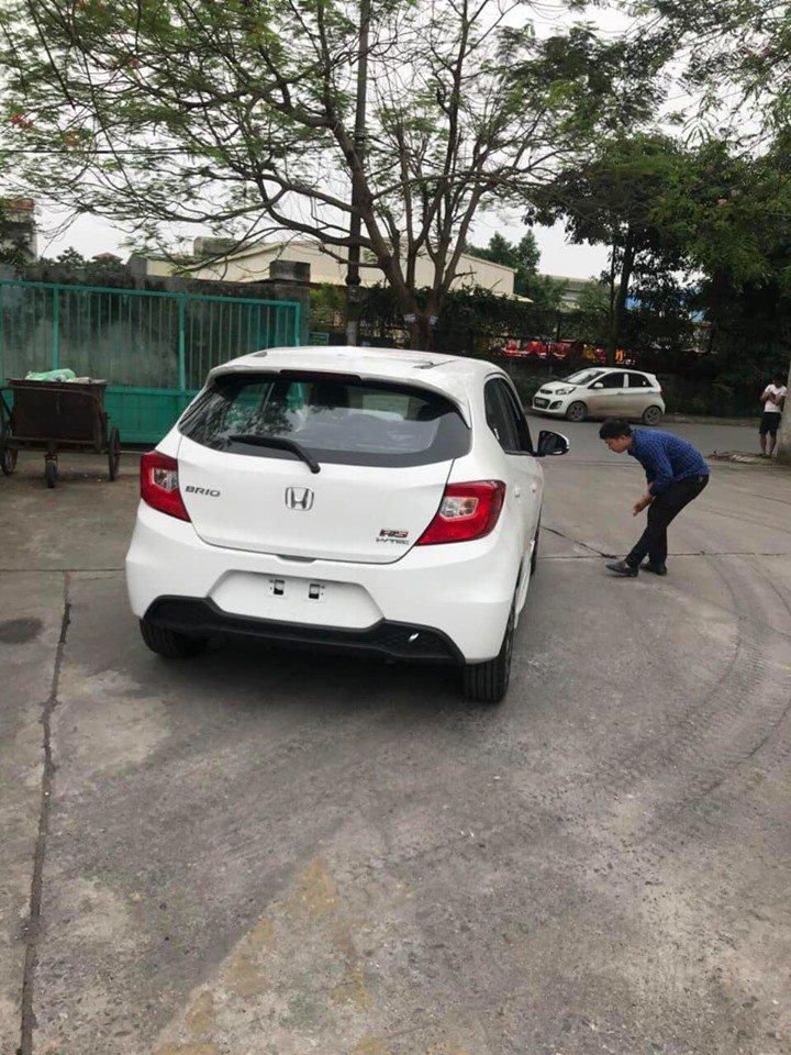 Cận cảnh nội thất bản Honda Brio RS 2019 tại đại lý ở Việt Nam - Ảnh 2.