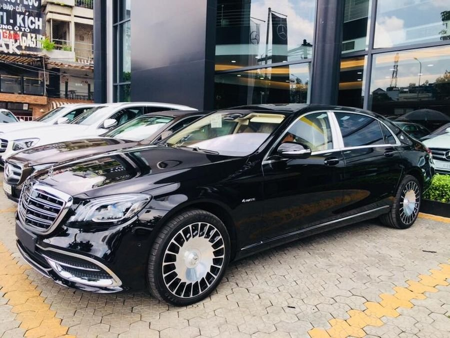 Thân xe Mercedes-Maybach S560 2019 thiết kế khá gọn gàng a1