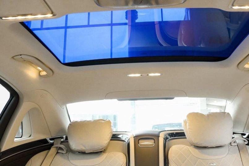 Mercedes-Maybach S560 2019 được trang bị cửa sổ trời trang bị kính đổi màu MAGIC SKY CONTROL a1