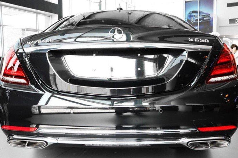 Đánh giá xe Mercedes-Maybach S560 2019 về thiết kế đuôi xe a1