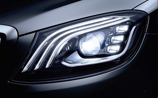 Đánh giá xe Mercedes-Maybach S560 2019: Thiết kế đèn pha 1