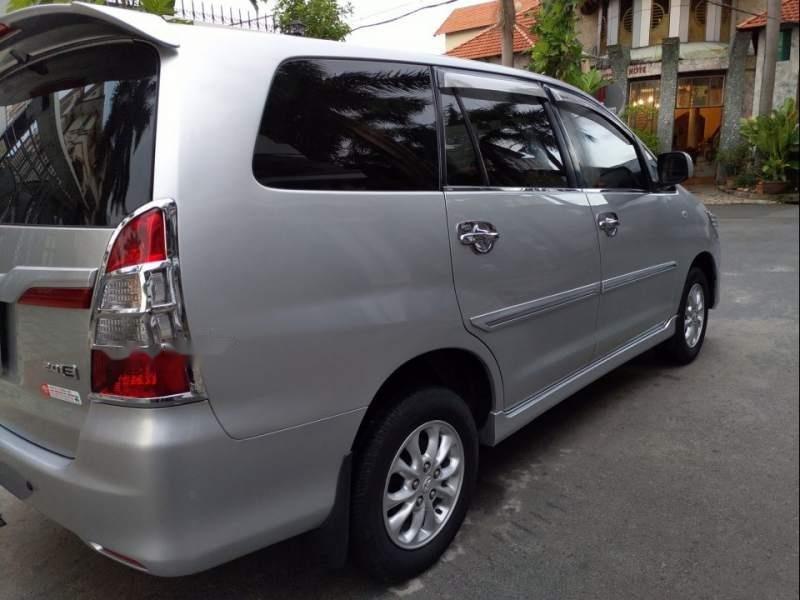 Cần bán gấp Toyota Innova E đời 2014, màu bạc-1
