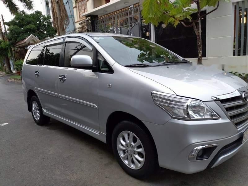 Cần bán gấp Toyota Innova E đời 2014, màu bạc-0