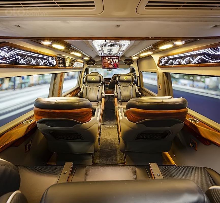 Bán xe Ford Transit Limousine năm 2019, màu bạc-1