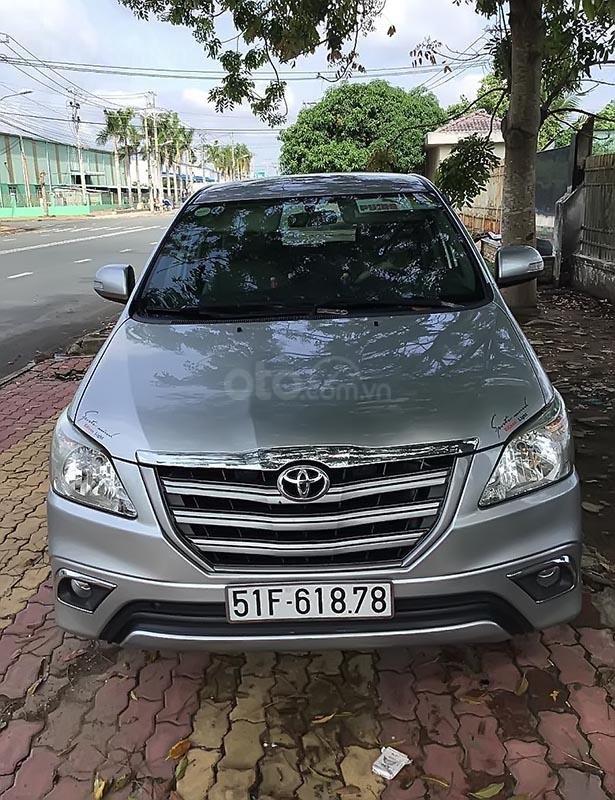 Cần bán Toyota Innova đời 2016, màu bạc-0