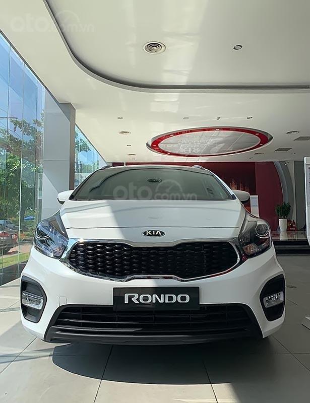 Bán ô tô Kia Rondo GMT sản xuất 2019, màu trắng, giá tốt-0