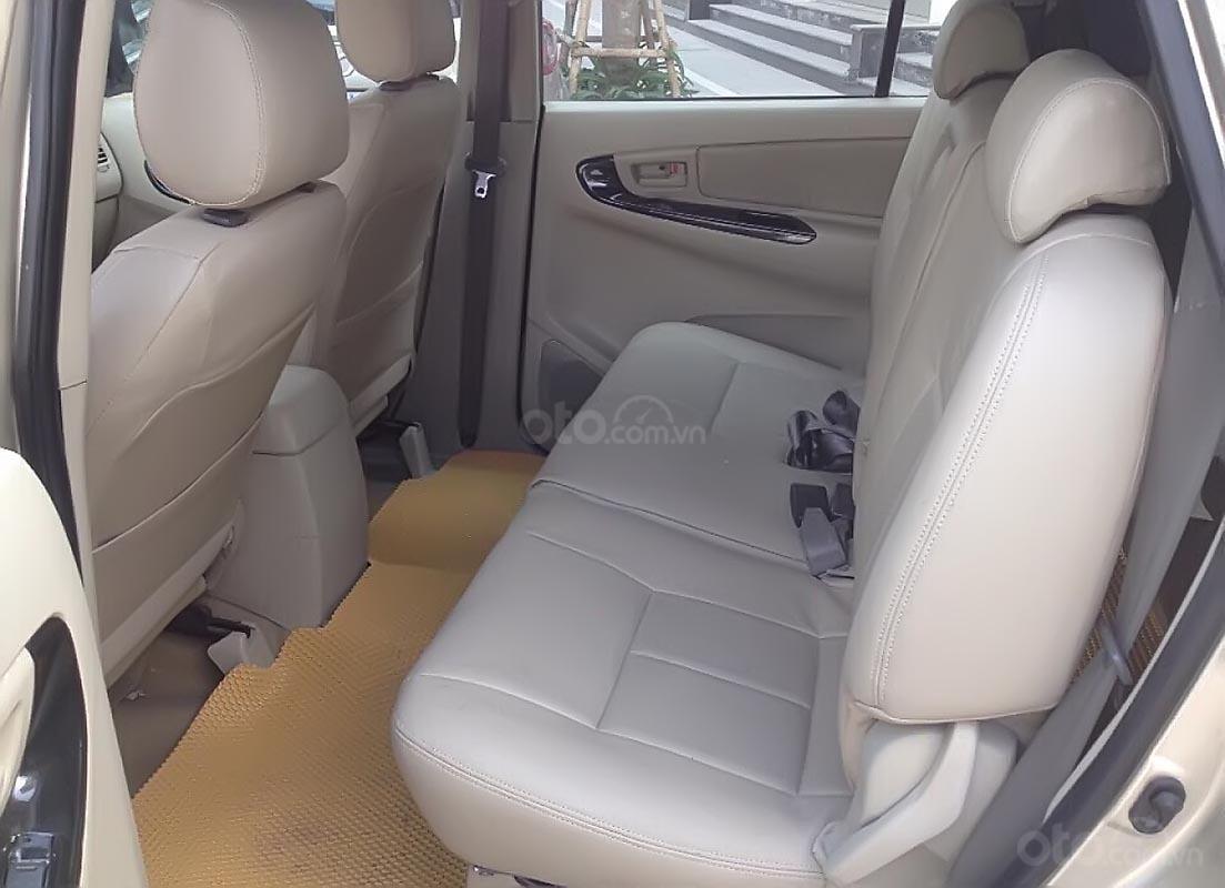 Xe Toyota Innova 2.0E năm 2015, màu bạc chính chủ, giá tốt-3