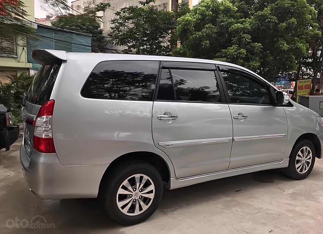 Xe Toyota Innova 2.0E năm 2015, màu bạc chính chủ, giá tốt-2