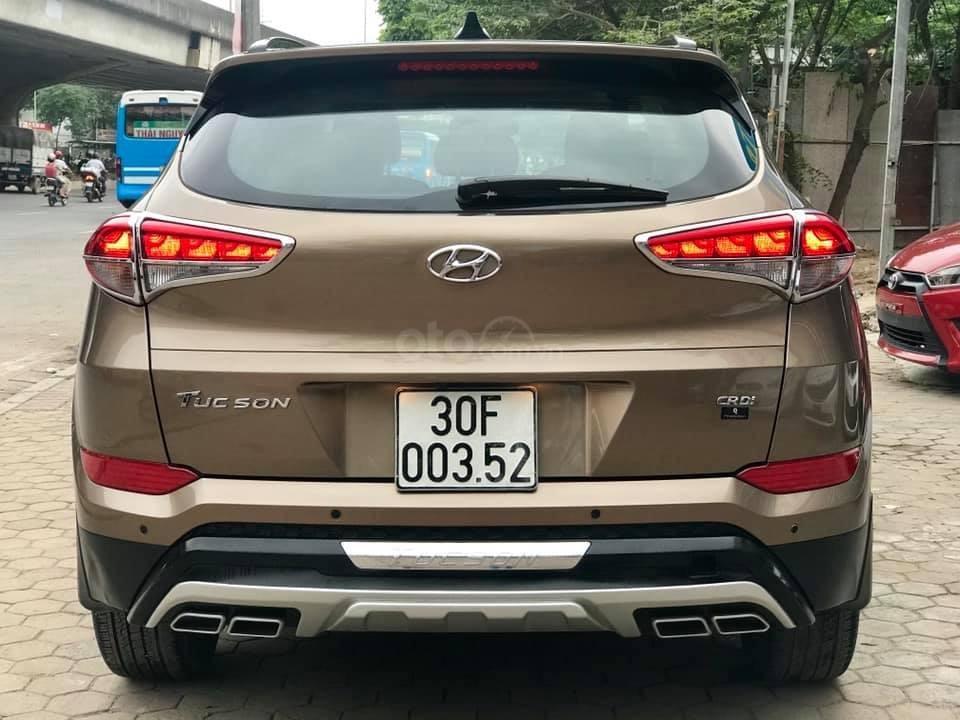 Cần bán xe Hyundai Tucson Full máy dầu đời 2017, màu nâu-2