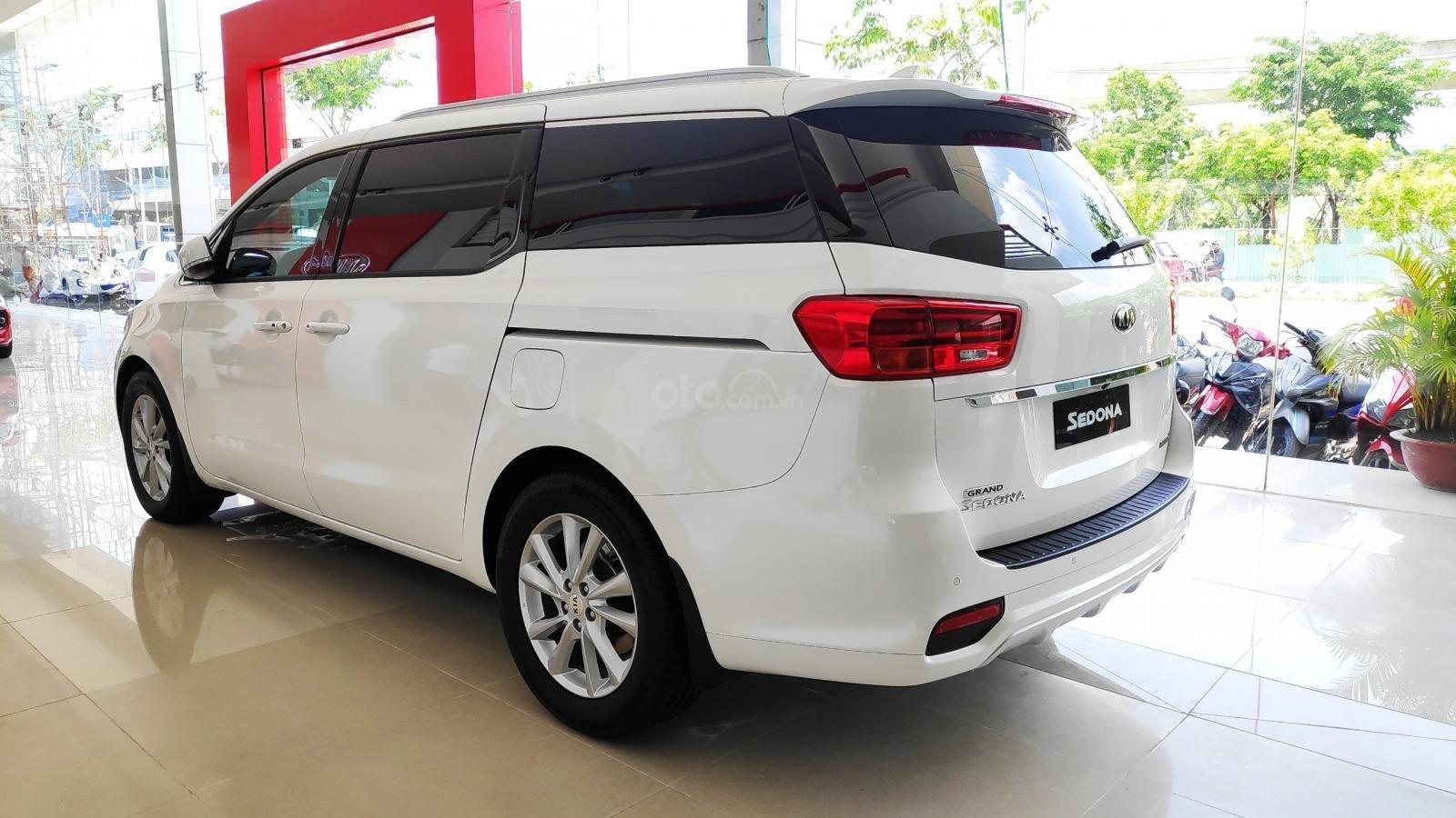 Kia Sedona Luxury - Giảm giá tiền mặt + Tặng bảo hiểm thân vỏ + Tặng camera - Liên hệ PKD Kia Thảo Điền 0961.563.593 (5)