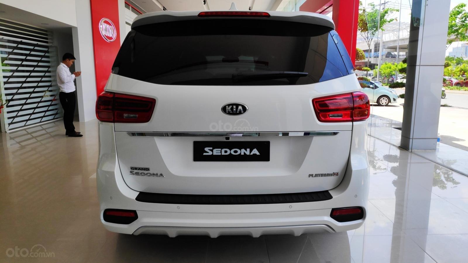 Kia Sedona Luxury - Giảm giá tiền mặt + Tặng bảo hiểm thân vỏ + Tặng camera - Liên hệ PKD Kia Thảo Điền 0961.563.593 (7)