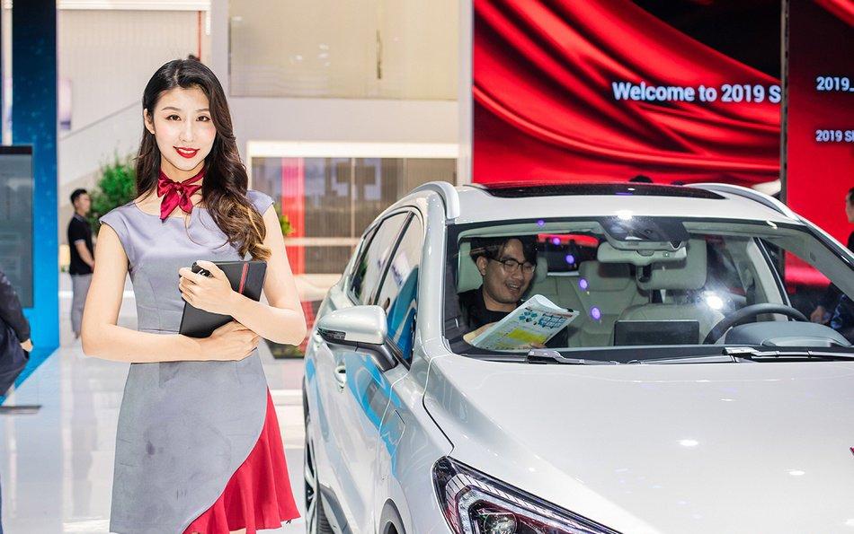 Ngắm người đẹp và xe tại triển lãm ô tô Thượng Hải 2019 - Ảnh a3