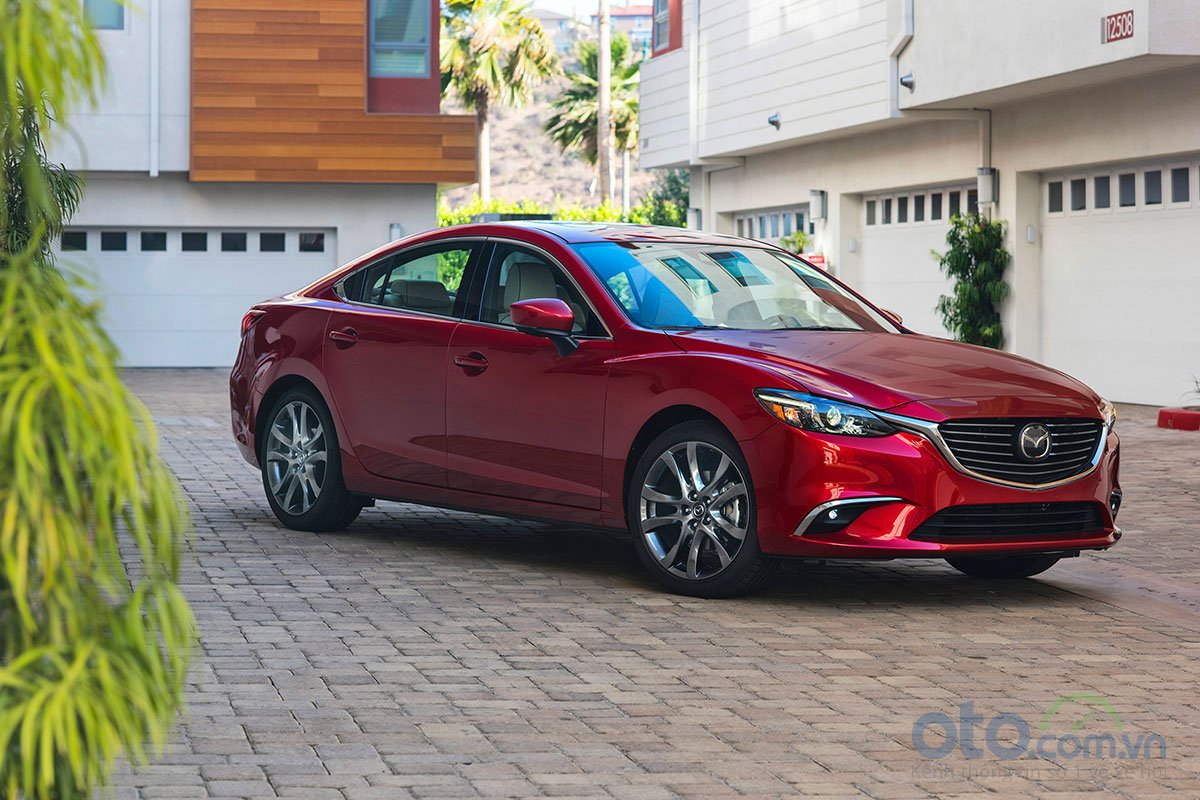 So sánh xe Mazda 6 Premium 2.5 2019: Đầu xe.