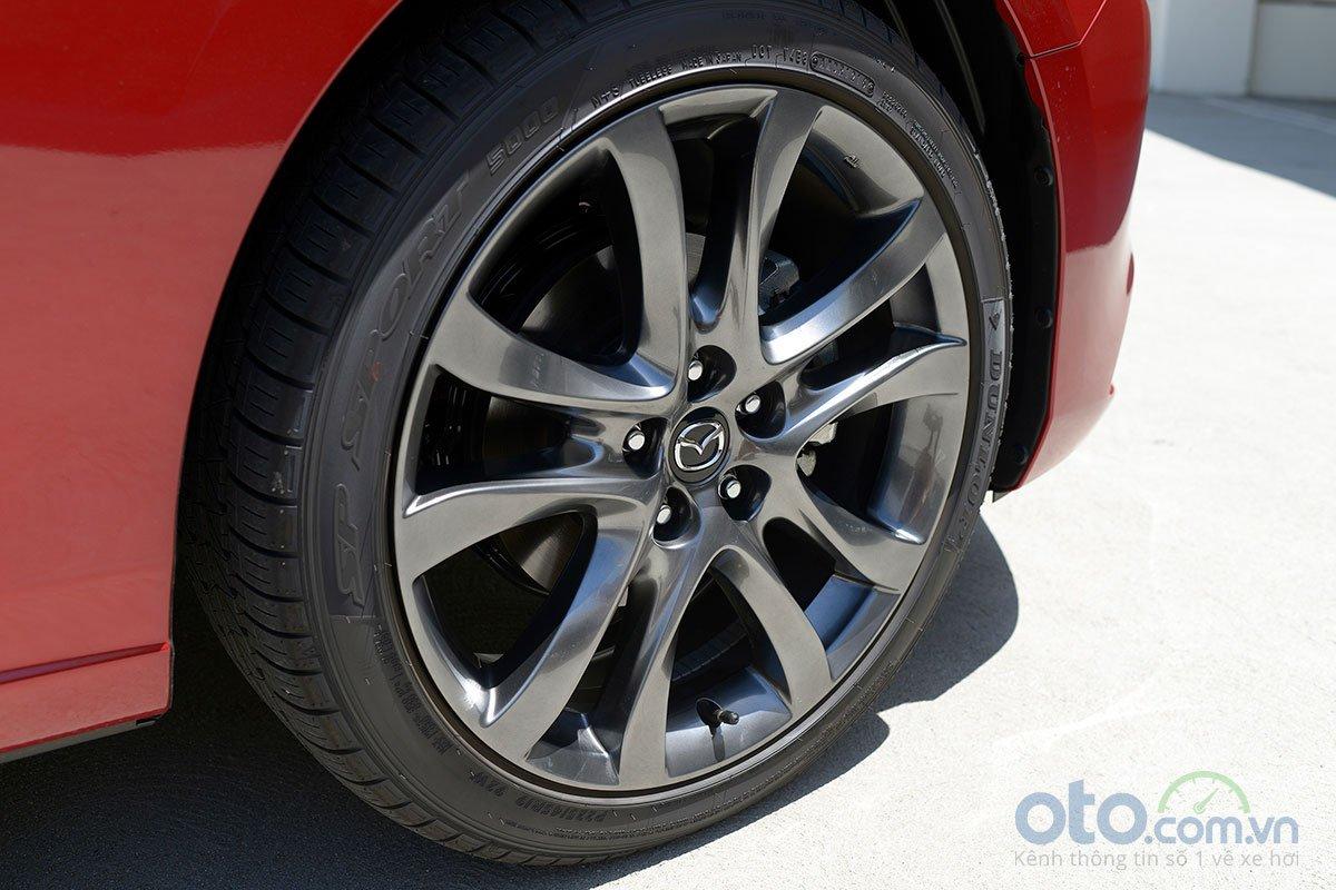 So sánh xe Mazda 6 Premium 2.5 2019: la-zăng.