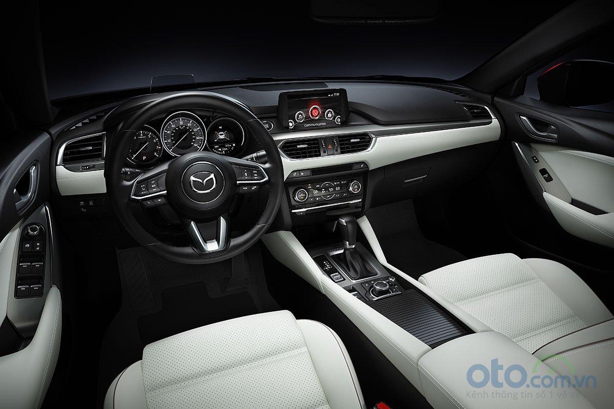 So sánh xe Mazda 6 Premium 2.5 2019: Khoang lái.