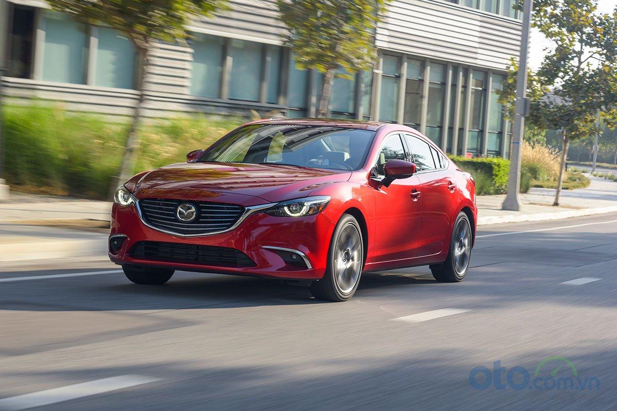 So sánh xe Mazda 6 Premium 2.5 2019: Vận hành.