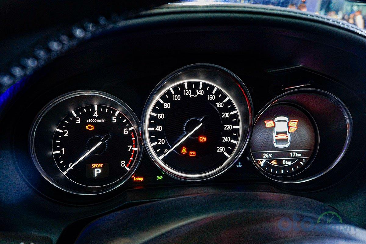 So sánh xe Mazda 6 Premium 2.5 2019: Bảng đồng hồ.