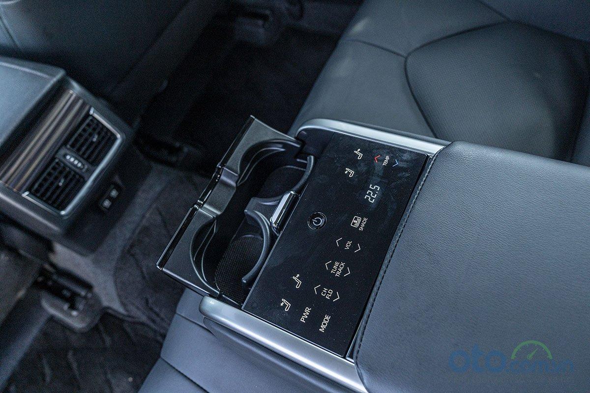 So sánh xe Toyota Camry 2.5Q 2019: Tiện nghi 3