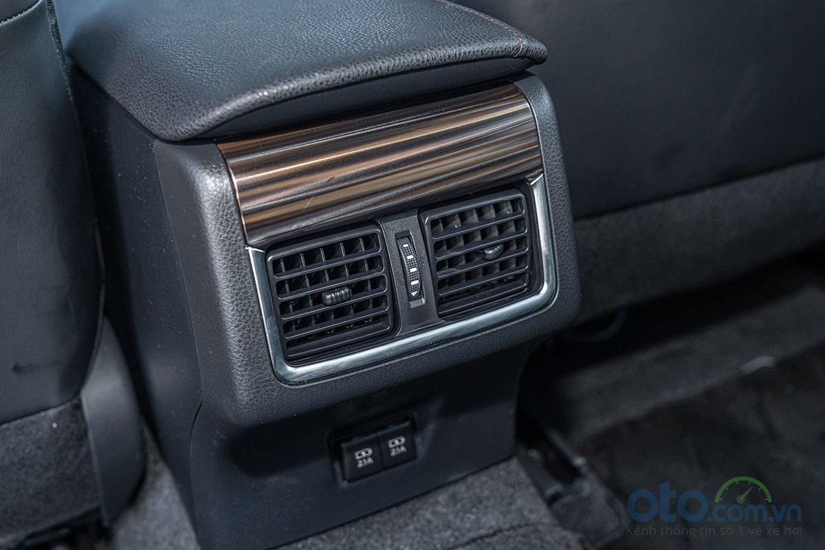 So sánh xe Toyota Camry 2.5Q 2019: Tiện nghi 5.