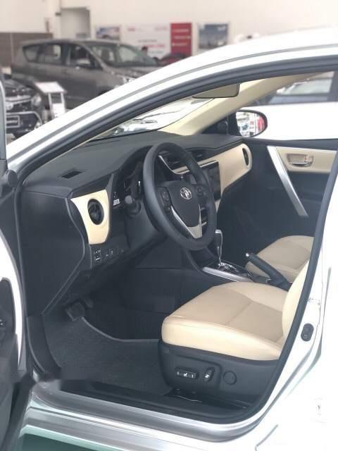 Bán xe Toyota Corolla Altis 1.8 đời 2019, màu bạc, giá tốt-4