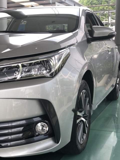 Bán xe Toyota Corolla Altis 1.8 đời 2019, màu bạc, giá tốt (3)