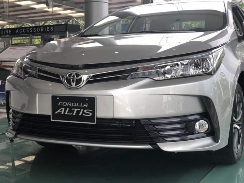 Bán xe Toyota Corolla Altis 1.8 đời 2019, màu bạc, giá tốt (4)