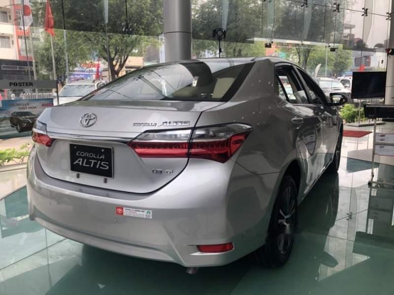 Bán xe Toyota Corolla Altis 1.8 đời 2019, màu bạc, giá tốt-1