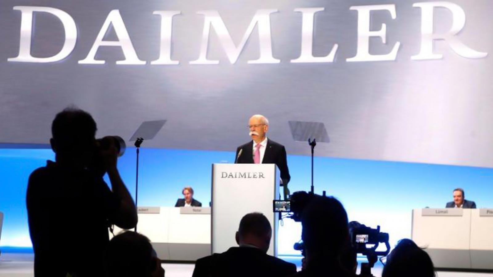 BMW tung video hài về ngày nghỉ hưu của cựu chủ tịch Mercedes-Benz 1