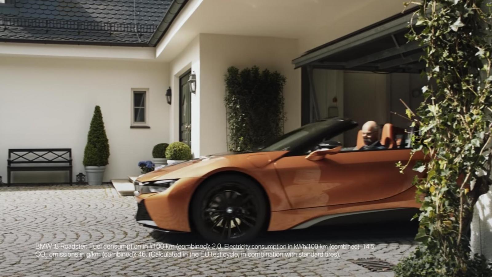 BMW tung video hài về ngày nghỉ hưu của cựu chủ tịch Mercedes-Benz a12