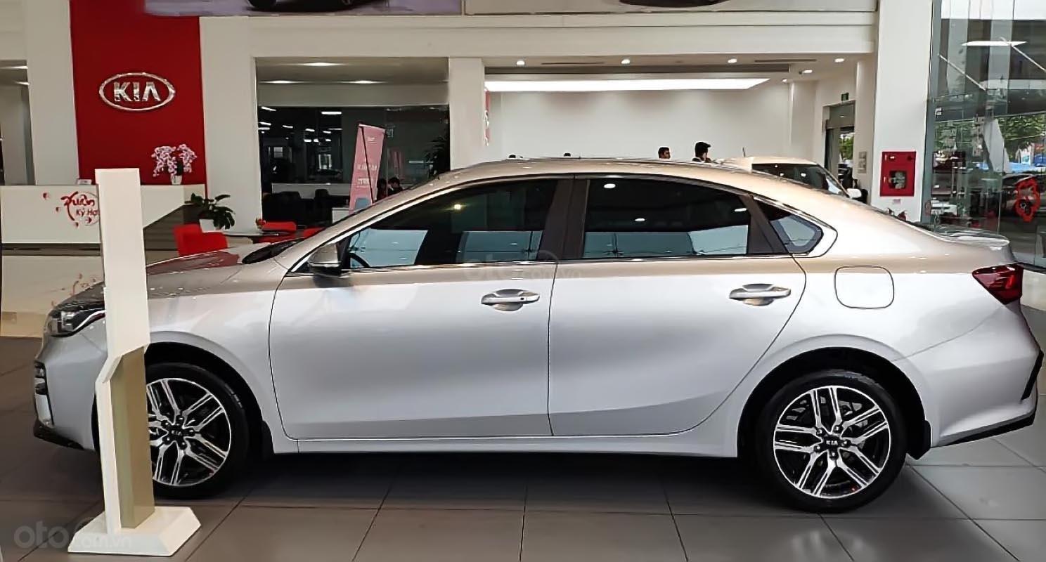 Bán xe Kia Cerato 1.6 AT Deluxe đời 2019, màu bạc (2)