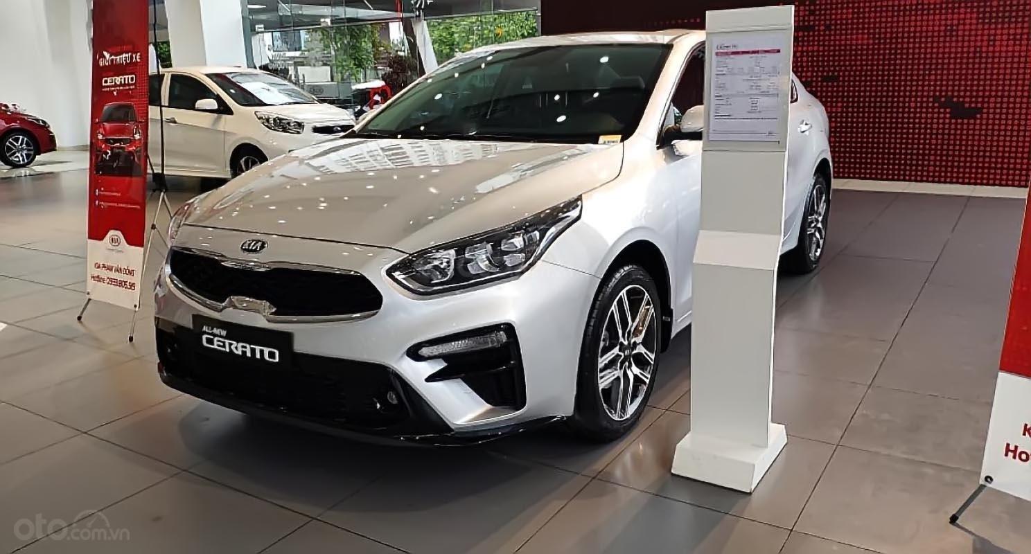 Bán xe Kia Cerato 1.6 AT Deluxe đời 2019, màu bạc (1)