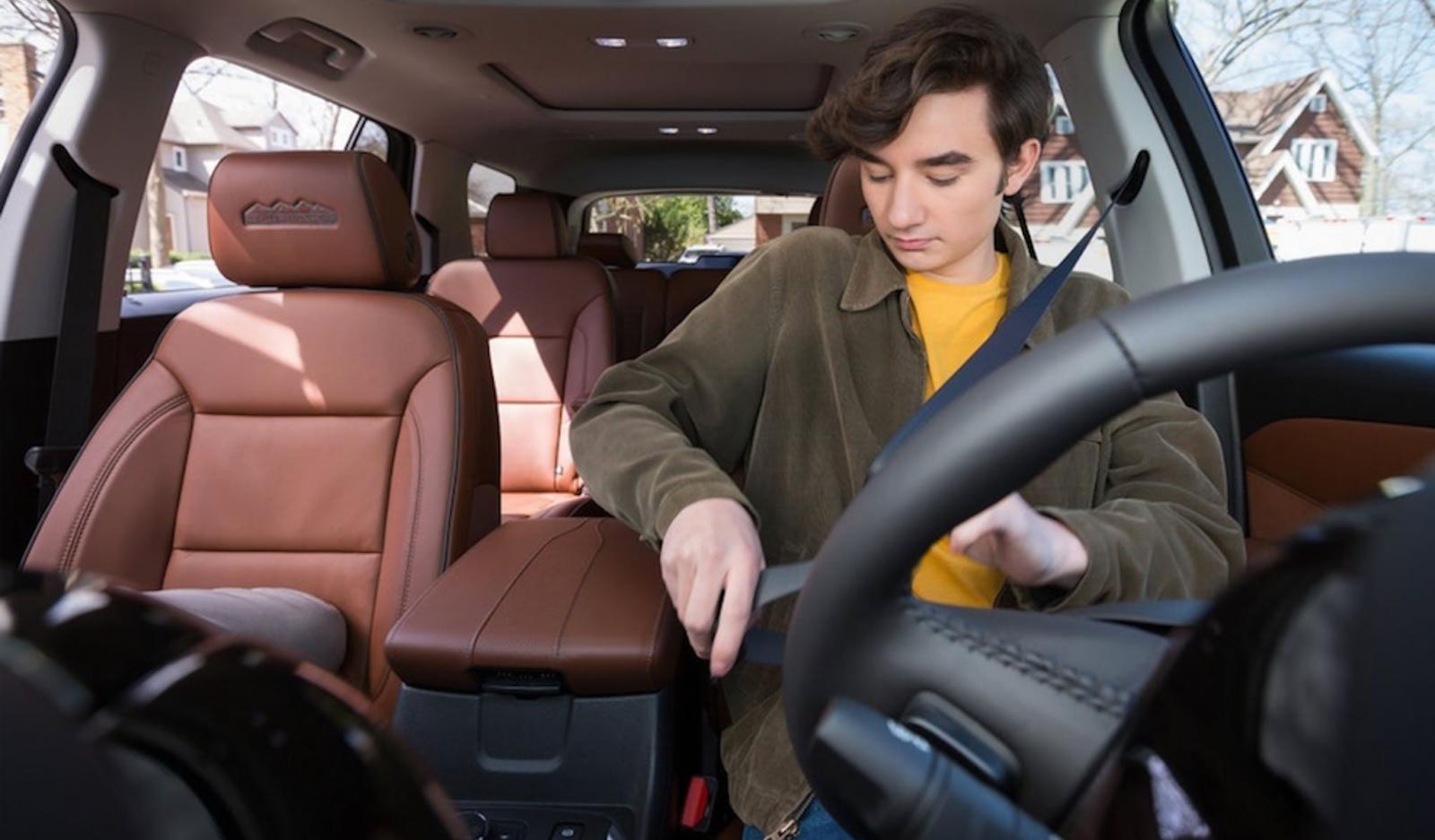 Chevrolet trình làng công nghệ bắt buộc thắt dây an toàn.
