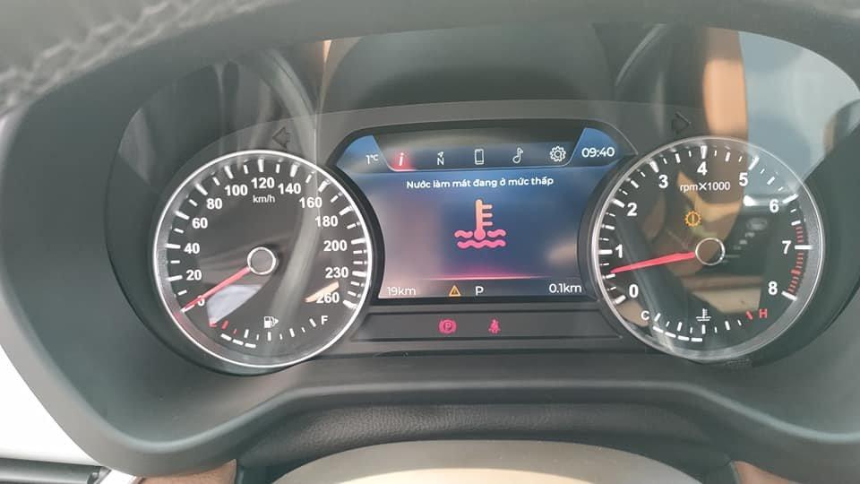 Lột trần nội thất xe SUV VinFast LUX SA2.0, ghế gập phẳng hoàn toàn 7a