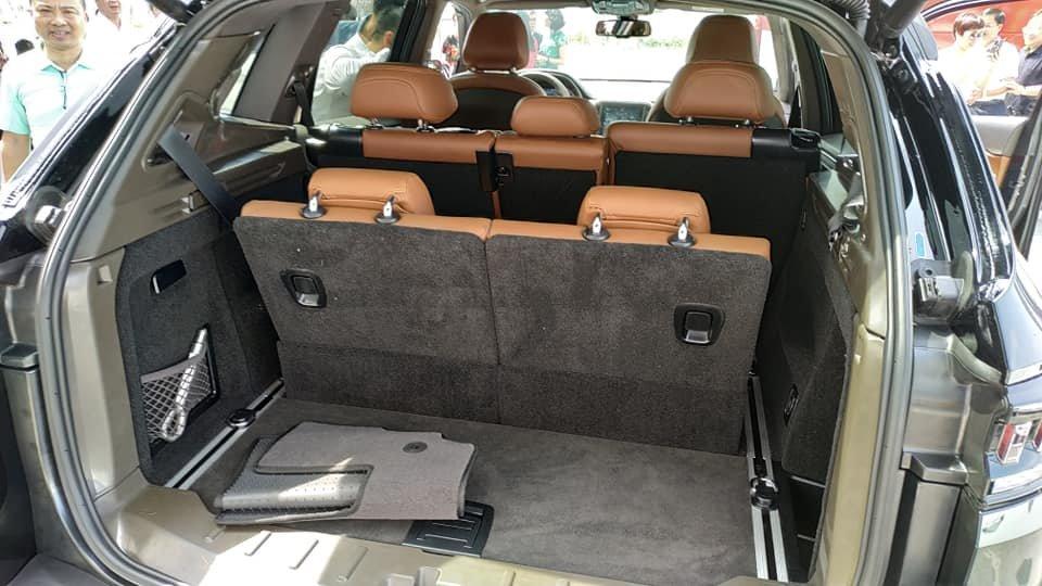 Lột trần nội thất xe SUV VinFast LUX SA2.0, ghế gập phẳng hoàn toàn a2
