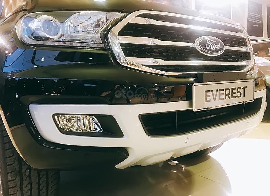 Bán xe Ford Everest Titanium 2.0L 4x2 AT đời 2018, màu đen, xe nhập (2)