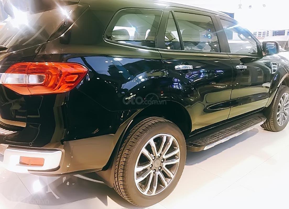 Bán xe Ford Everest Titanium 2.0L 4x2 AT đời 2018, màu đen, xe nhập (1)