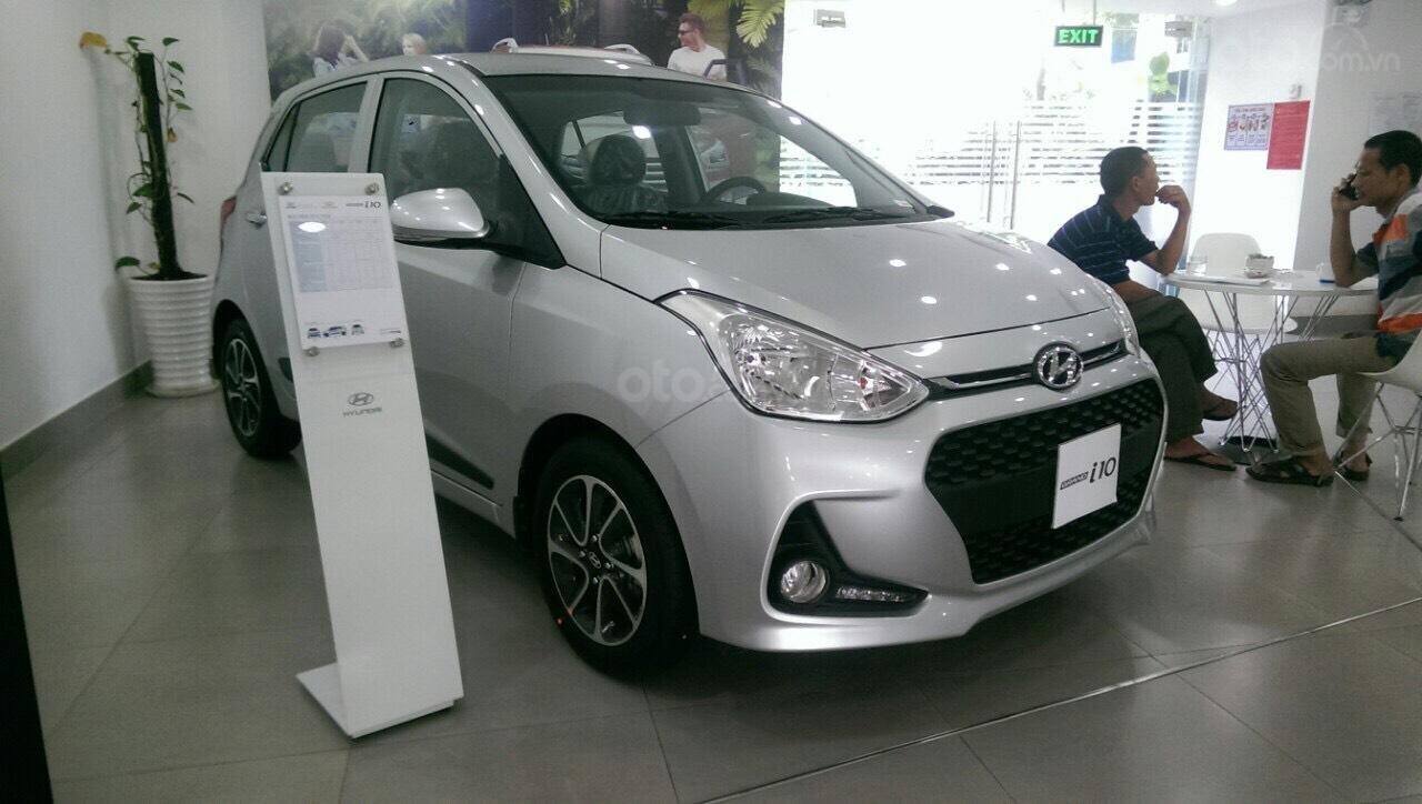 Hyundai Grand I10 1.2 AT bạc giao ngay, hỗ trợ đăng ký Grab, tặng bộ phụ kiện cao cấp. LH: 0977 139 312 (3)
