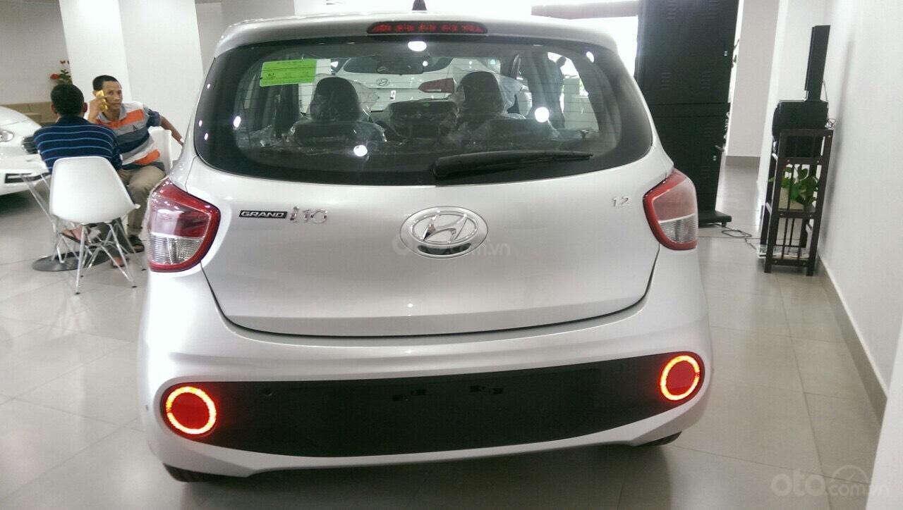 Hyundai Grand I10 1.2 AT bạc giao ngay, hỗ trợ đăng ký Grab, tặng bộ phụ kiện cao cấp. LH: 0977 139 312 (5)