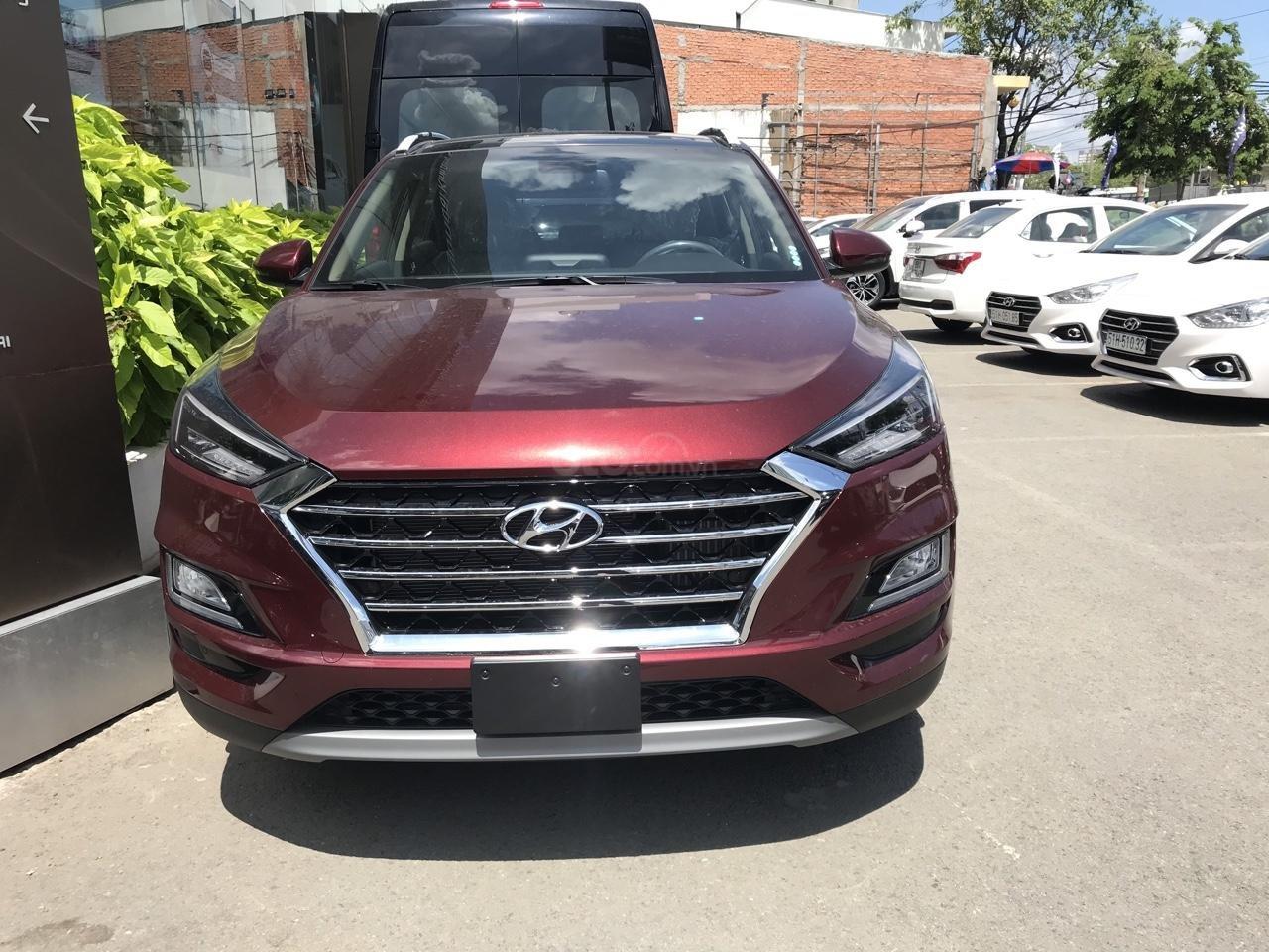 Bán Hyundai Tucson 2.0 full xăng 2019, màu đỏ, giao ngay, tặng bộ phụ kiện cao cấp. LH: 0977 139 312 (1)