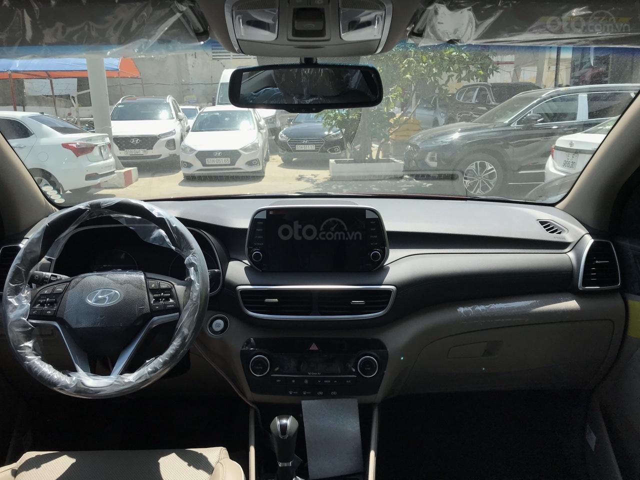 Bán Hyundai Tucson 2.0 full xăng 2019, màu đỏ, giao ngay, tặng bộ phụ kiện cao cấp. LH: 0977 139 312 (3)