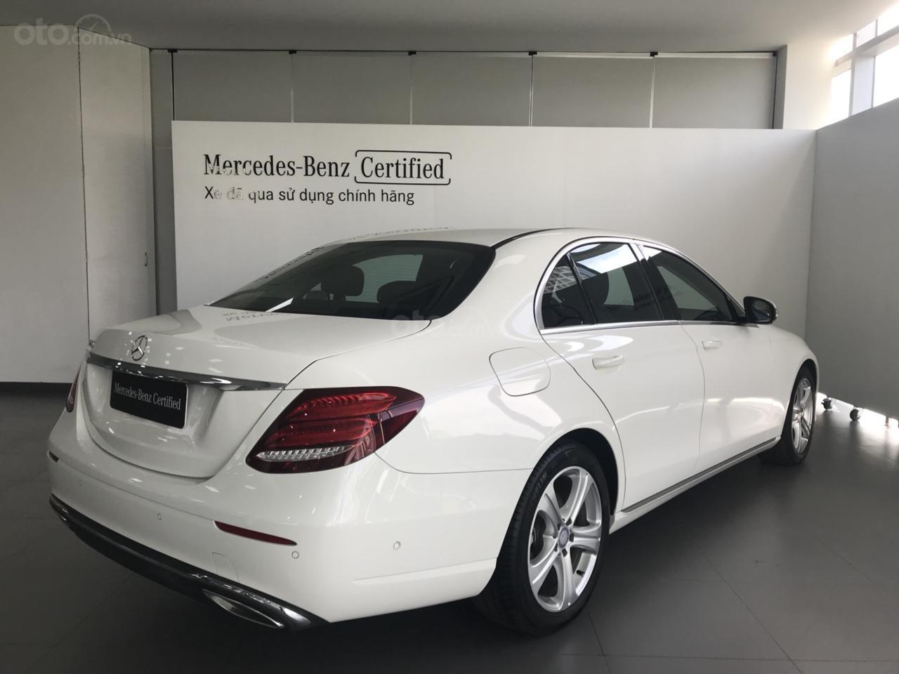 Bán Mercedes Benz E250 2017, siêu lướt 3.445 km, màu trắng cực đẹp-2