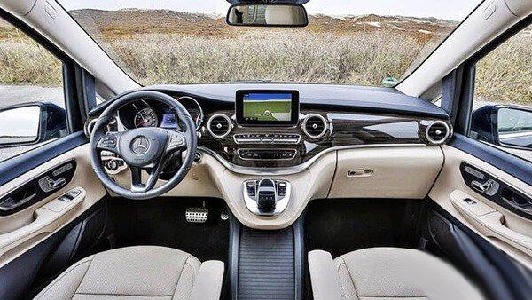 Peugeot Traveller 2019 khó có thể so sánh với Mercedes V-Class về độ sang trọng của nội thất.